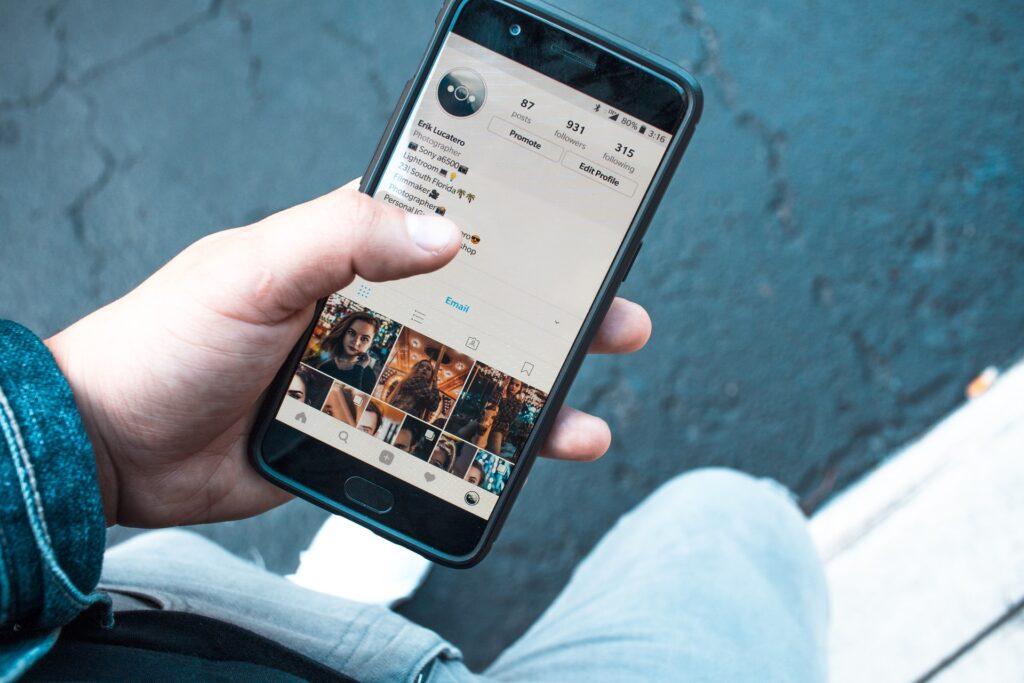 How to become internet sensation using social media
